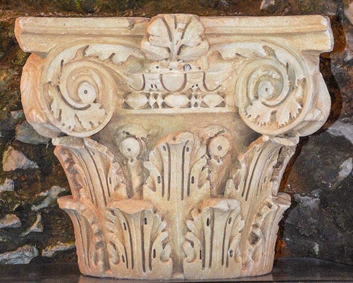 Museo Civico Archeologico Villa di Traiano - Capitello composito (ionico-corinzio)