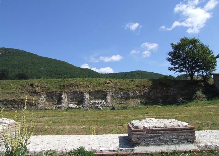 Museo Civico Archeologico Villa di Traiano - Nicchie ricavate nelle sostruzioni della platea superiore