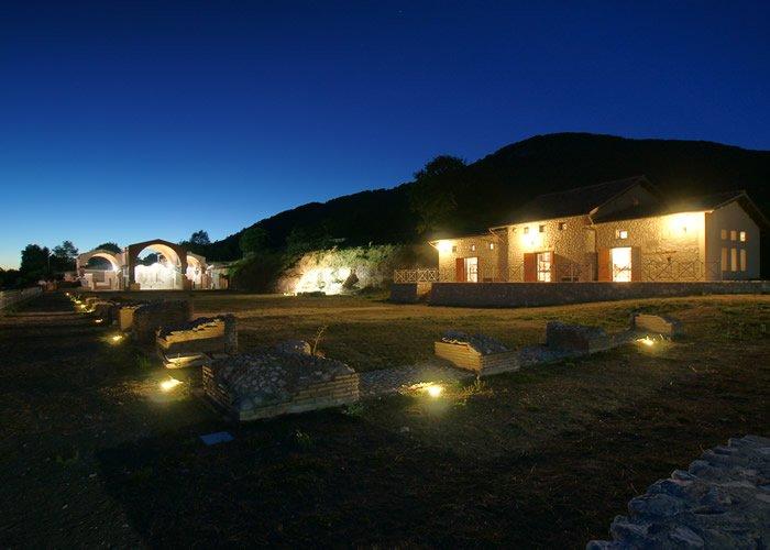 Museo Civico Archeologico Villa di Traiano - Vista notturna della platea inferiore