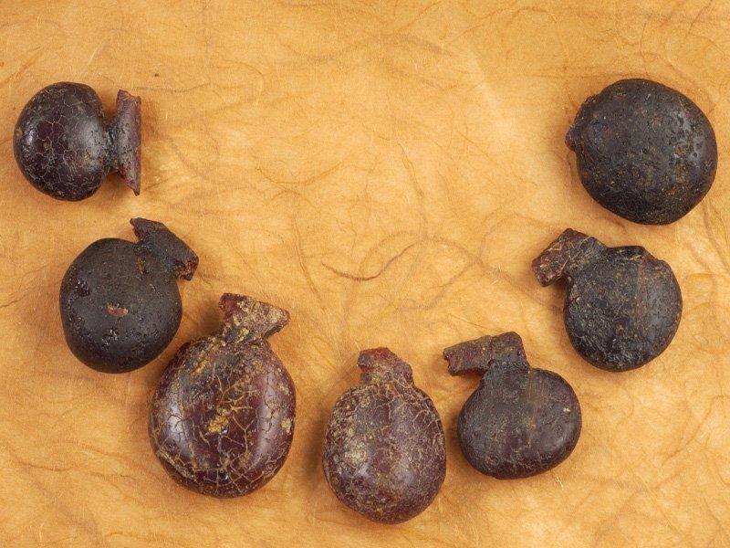 Foto_06: Museo di Riofreddo - Collana in ambra dalla necropoli equa di Casal Civitella
