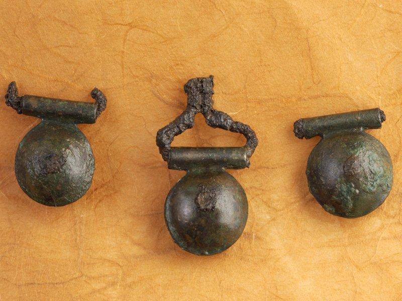 Foto_07: Museo di Riofreddo - Bulle in bronzo dalla necropoli equa di Casal Civitella