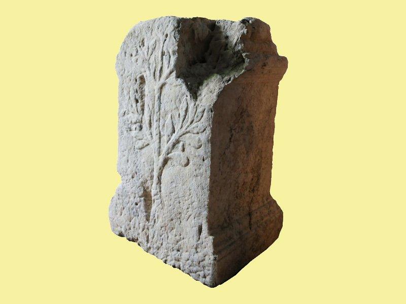 Foto_10: Museo di Riofreddo - Ara con iscrizione a Cerere dal territorio dell'antica Carsìoli